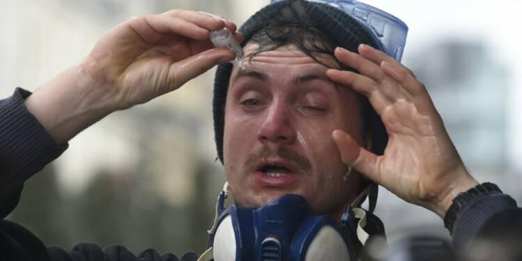 Loi travail: des heurts et des blessés à Rennes lors de la manifestation