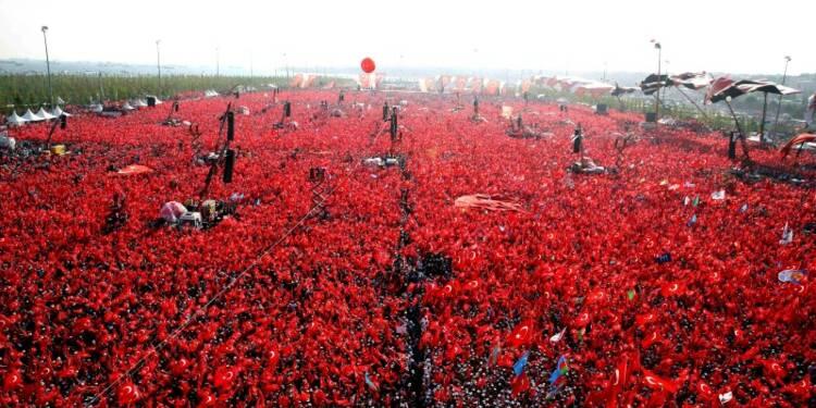 Manifestation géante à Istanbul contre le putsch manqué