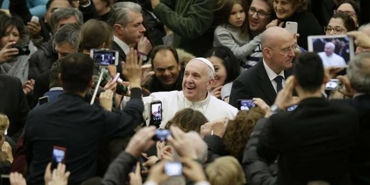 Le pape demande à Davos de ne pas oublier les pauvres