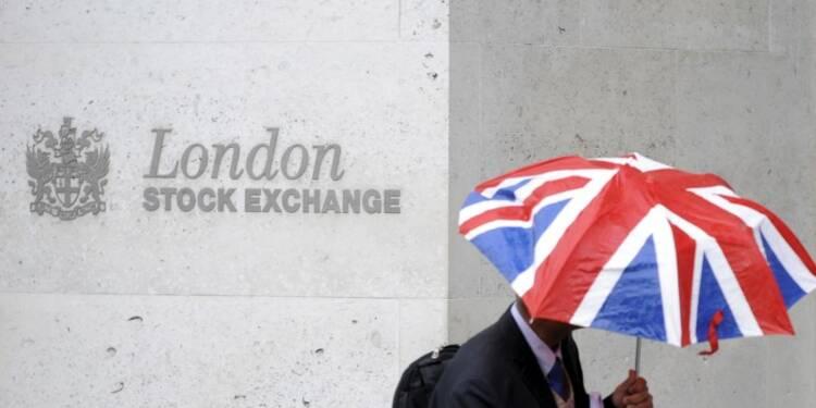 Le Brexit fait plonger les Bourses mondiales et la livre