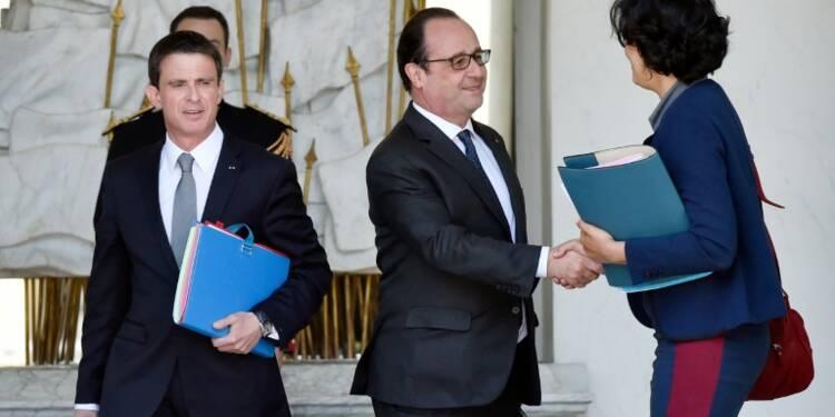 """Carburant: Hollande assure que """"tout sera mis en oeuvre"""" pour l'approvisonnement"""