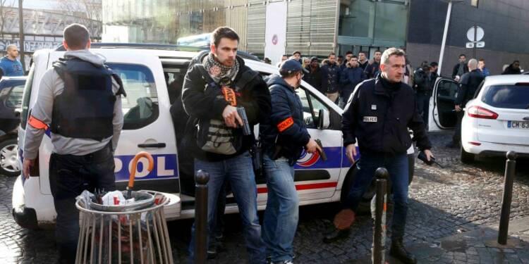Un homme avec une ceinture d'explosifs factice abattu à Paris