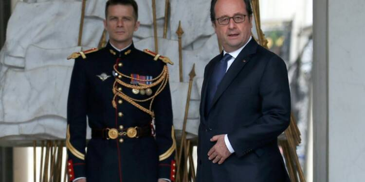 Le Foll confirme le salaire élevé du coiffeur de Hollande