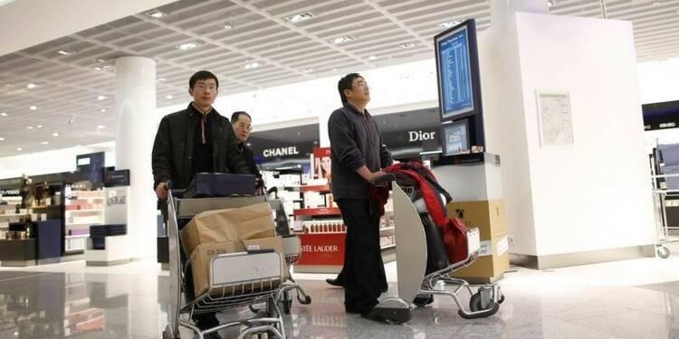 Les achats de luxe des touristes chinois chutent encore