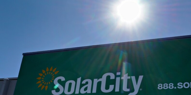 Tesla et SolarCity pourraient annoncer leur fusion lundi