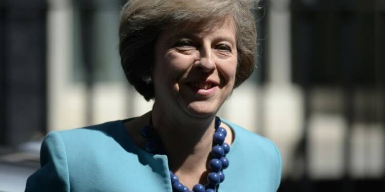 Royaume-Uni: Theresa May à Downing Street pour son 1er jour aux commandes