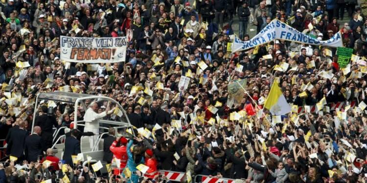 A Naples, le pape demande aux mafieux de se repentir
