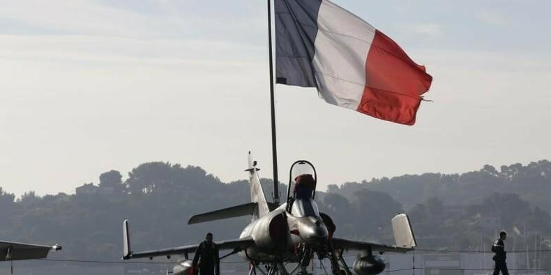 Hollande ordonne d'intensifier les frappes en Irak et en Syrie