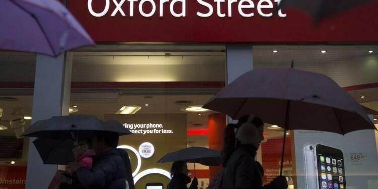 Le moral du consommateur britannique à un pic de 12 ans