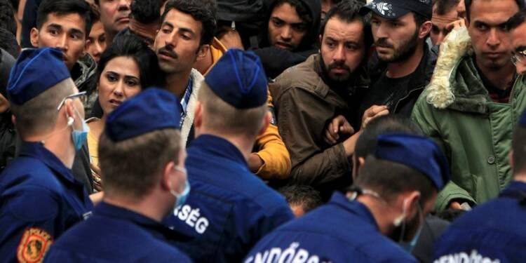 """La Hongrie vers l'""""état de crise"""" face aux arrivées de migrants"""