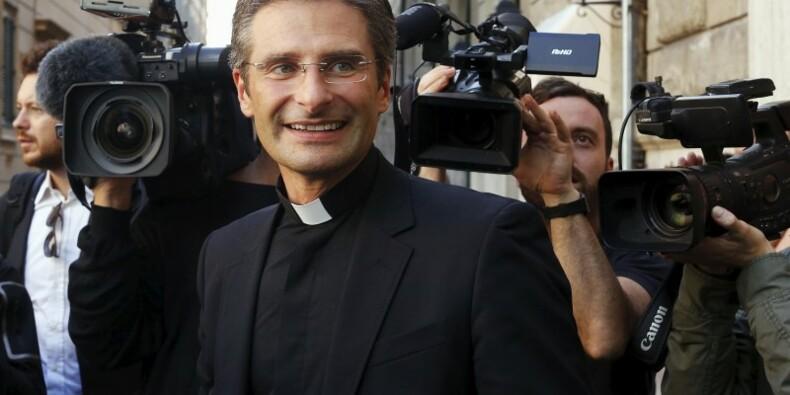 Le Vatican sanctionne un prêtre polonais qui a révélé être gay