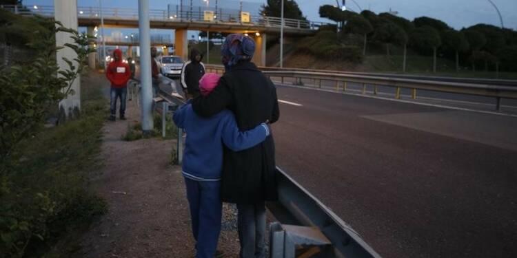 Trop de migrants constitue une menace, dit un ministre britannique