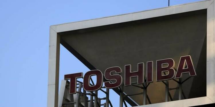 Toshiba, dans le rouge, poursuit d'anciens dirigeants