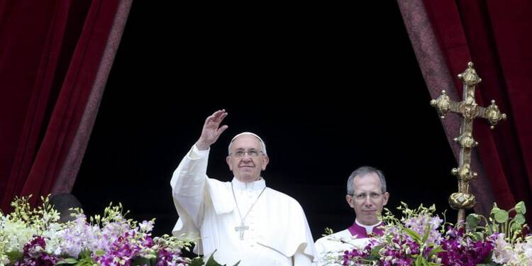 Le pape lance un message de paix, dénonce les persécutions