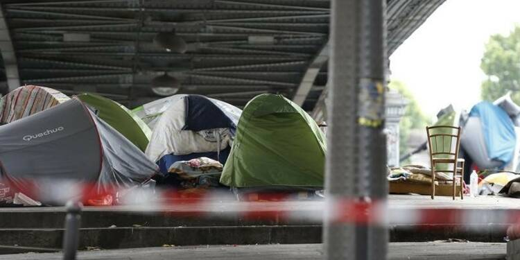 Protestations à gauche après l'interpellation de migrants à Paris