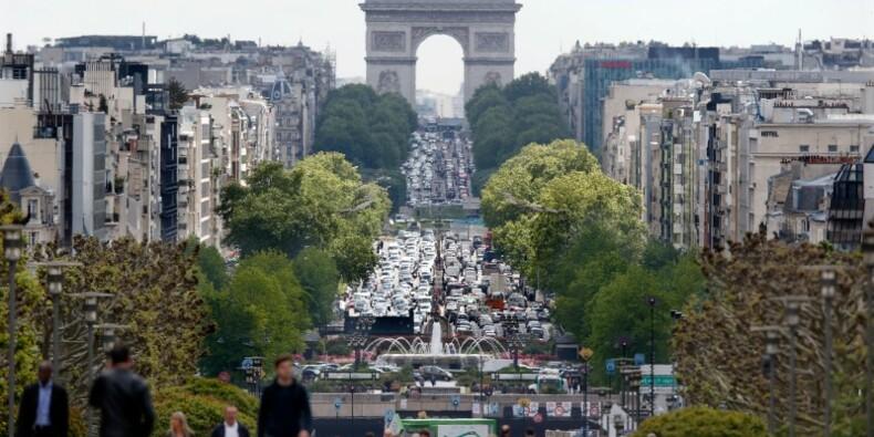 Légère accélération de l'activité en octobre en France