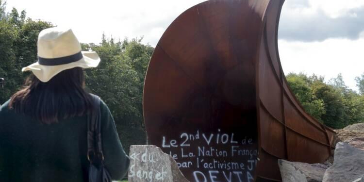 Tags antisémites sur une sculpture monumentale à Versailles