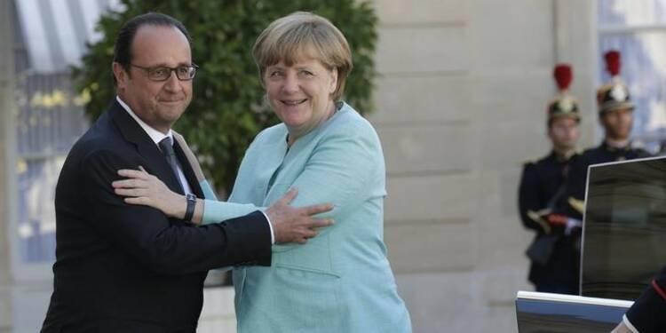 Hollande doit refaire son unité avec Merkel, dit Sarkozy