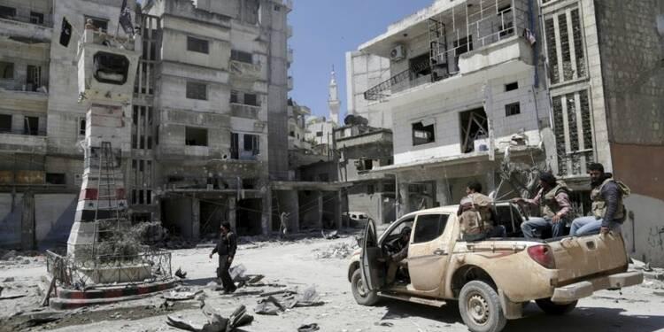 L'aviation syrienne bombarde la ville de Djisr el Choughour