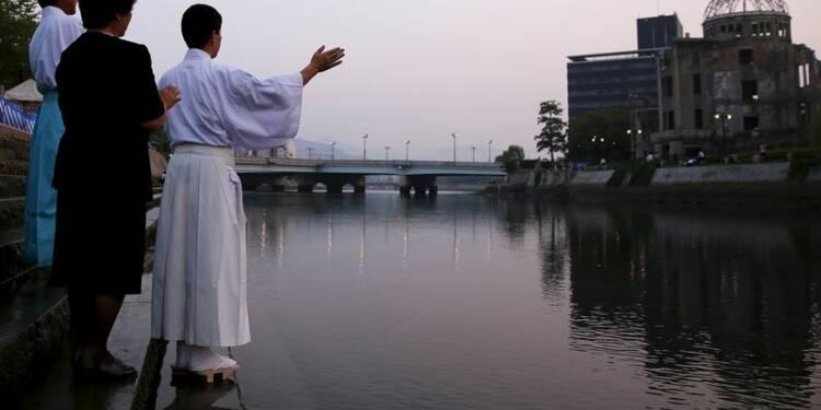 Un Japon divisé sur son avenir militaire commémore Hiroshima