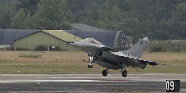 La France a lancé ses premières frappes aériennes en Syrie