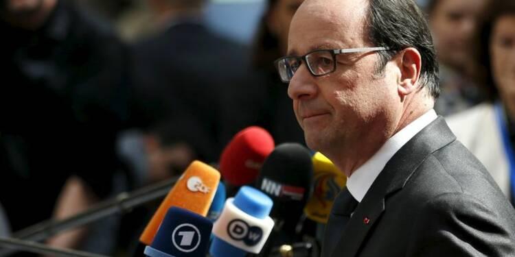 Migrants: Hollande appelle à d'abord traiter le problème libyen