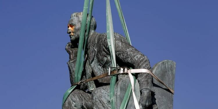 Une statue du colonisateur Cecil Rhodes déboulonnée au Cap