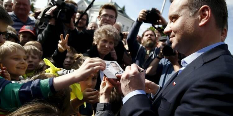 Andrzej Duda devance le président sortant au 1er tour en Pologne