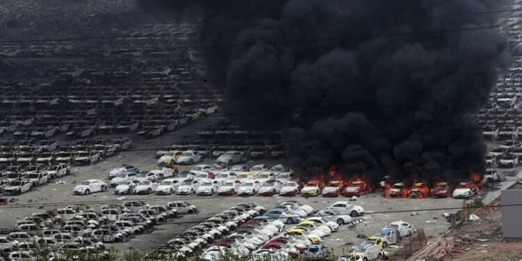Des habitants évacués à Tianjin, le bilan atteint 104 morts