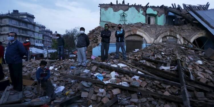 Plus de 5.000 morts au Népal, le pouvoir admet des erreurs