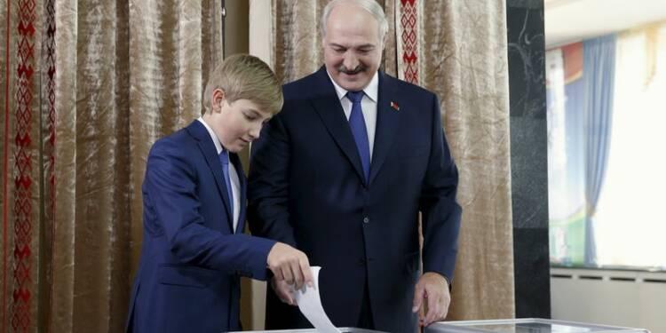 Les Biélorusses votent, Alexandre Loukachenko vise un 5e mandat
