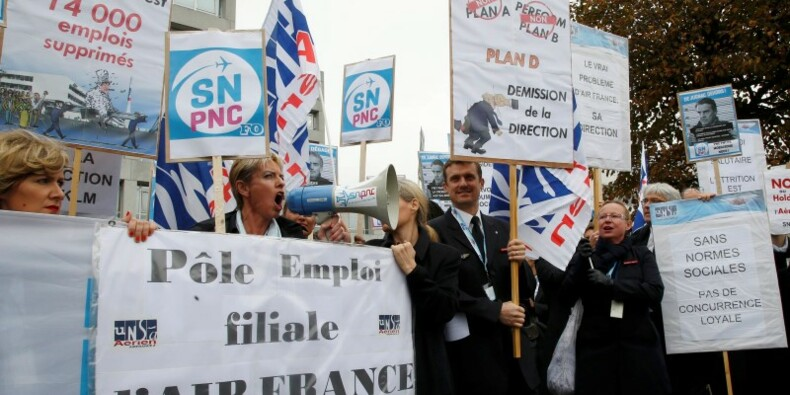 Air France veut supprimer 2.900 emplois, violences au CCE