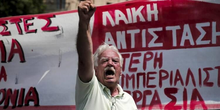 Fonctionnaires et pharmaciens grecs en grève contre l'austérité