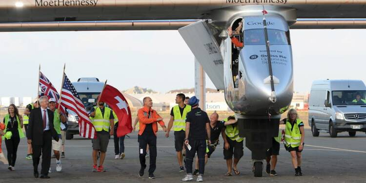 Solar Impulse 2 se pose à Hawaï