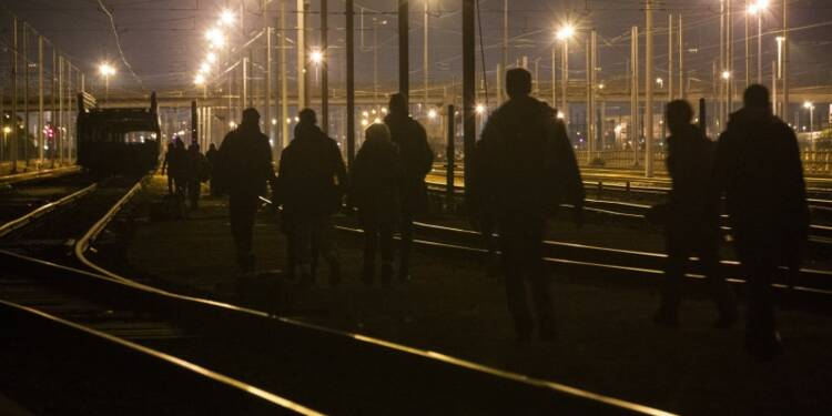 Près de 200 filières de migrants démantelées en 2015