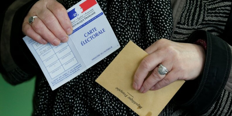 Les intentions de vote pour le FN progressent aux dépens de LR