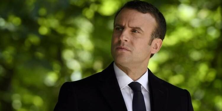 Macron salue la mémoire d'une de ses supportrices décédée