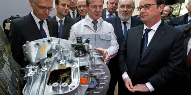"""Hollande voit en PSA un """"turbo"""" pour l'économie française"""