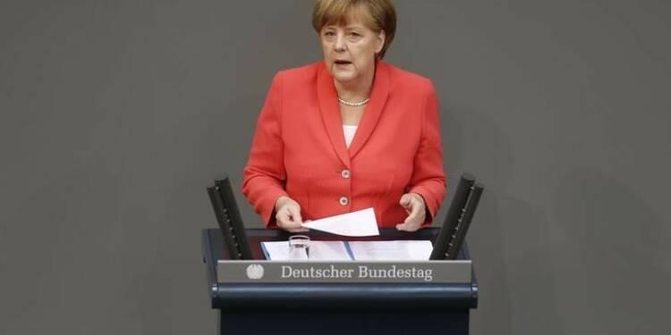 Angela Merkel défend l'aide à Athènes à la tribune du Bundestag