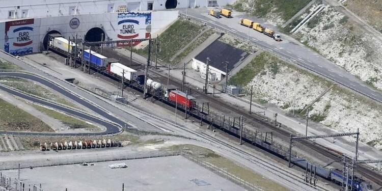 Un migrant fauché par un train sur le site d'Eurotunnel
