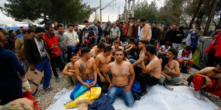 Des migrants manifestent en Grèce à la frontière macédonienne