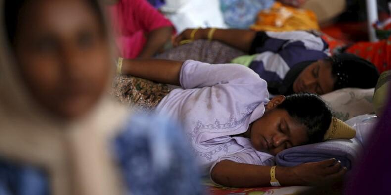 Découverte de 139 tombes dans des camps en Malaisie