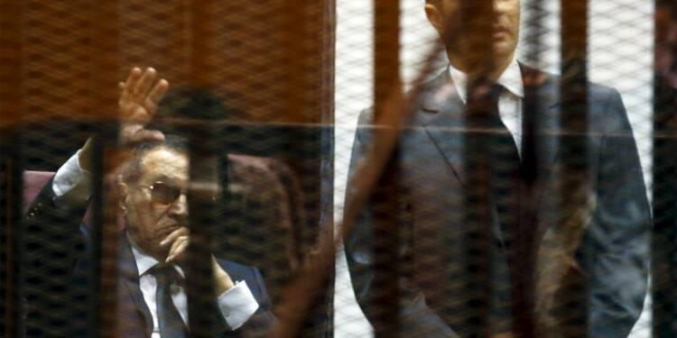 Moubarak et ses fils condamnés à trois ans de prison en appel