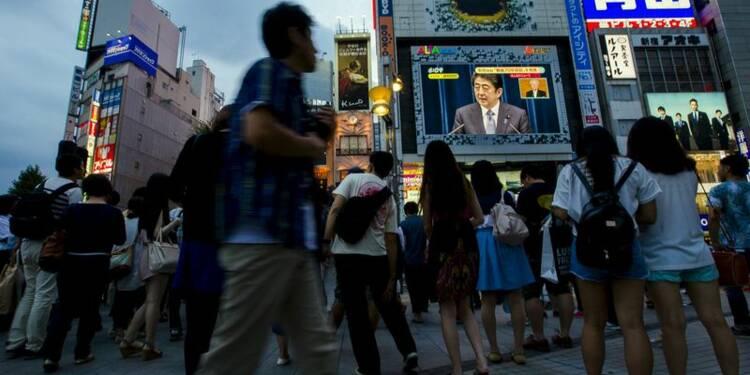 """Shinzo Abe évoque les """"souffrances"""" de la guerre, sans s'excuser"""