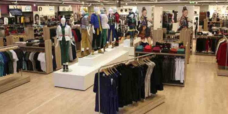 8d98581ec1 Plus de 1000 emplois supprimés chez Vivarte (Halle aux vêtements, André, Naf  Naf