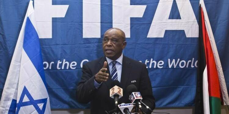 Le Sud-Africain Sexwale candidat à la présidence de la FIFA