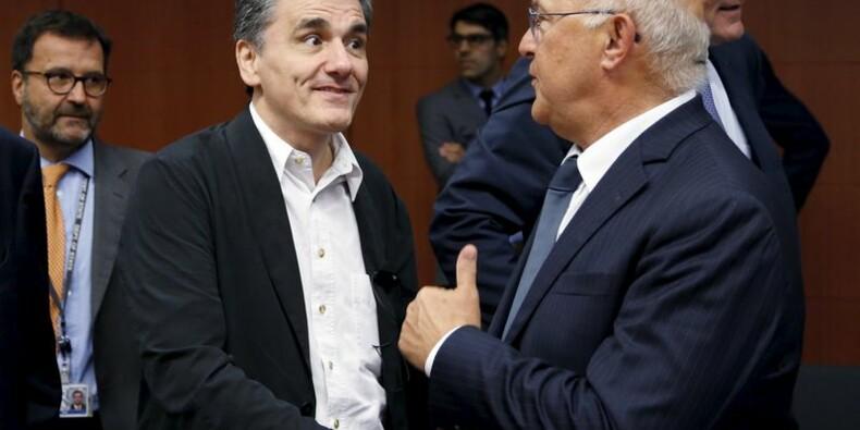"""La France salue l'""""étape décisive"""" de l'accord sur la Grèce"""