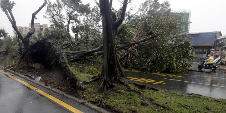 Taiwan balayé par un puissant typhon