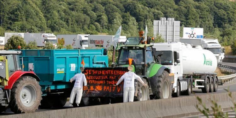 Manuel Valls espère la levée des barrages tenus par les éleveurs