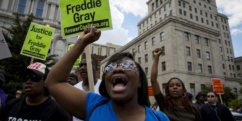 Six policiers de Baltimore inculpés pour la mort de Freddie Gray